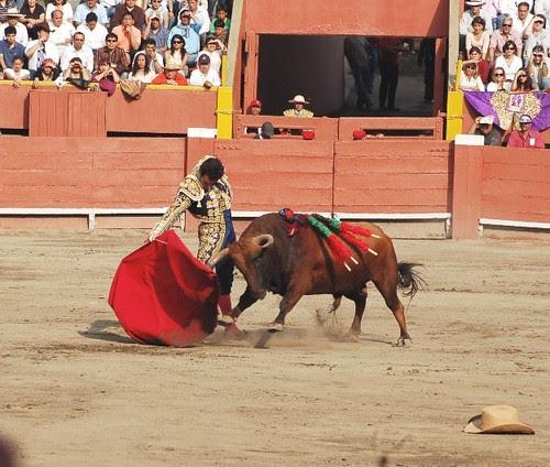 Derchazo de El Fandi en Lima