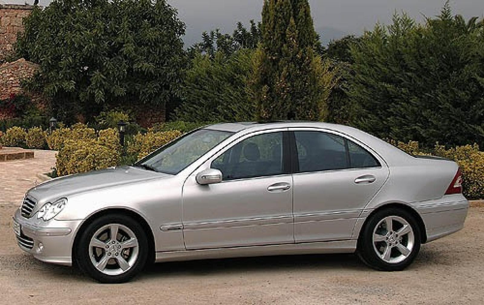 2006 Mercedes-Benz C-Class - Information and photos - Zomb ...