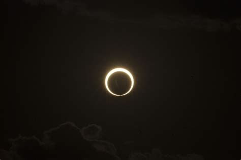 gerhana matahari cincin  jumat pagi  mei  blog
