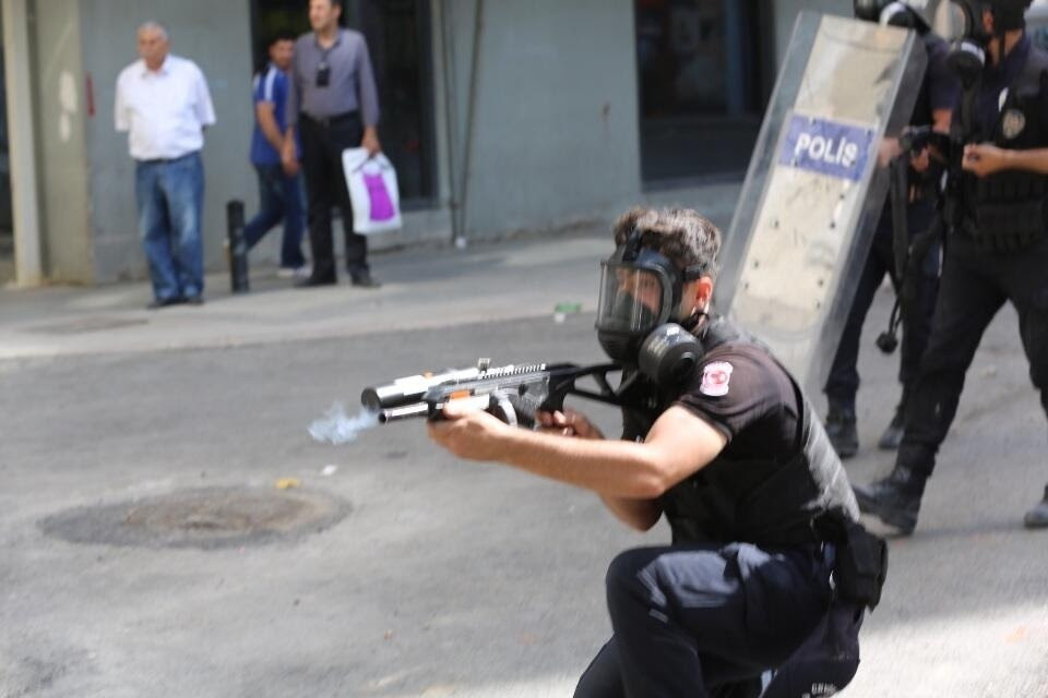 Turkish Police uses plastic bullets on protesters.