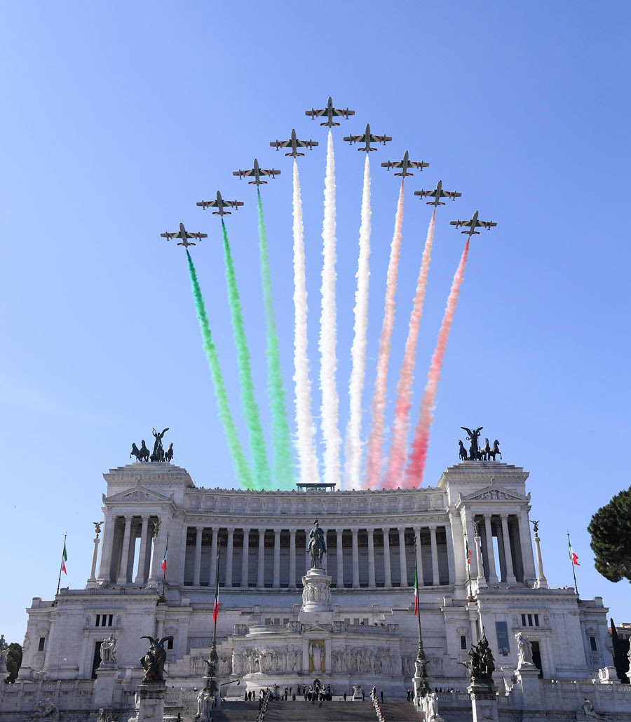 Resultado de imagem para pictures of the parade on june 2, 2018 in Rome