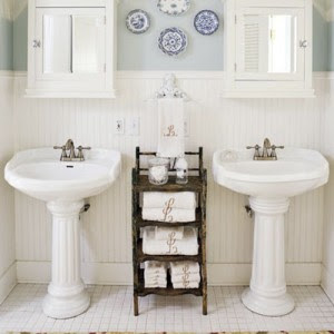 Kick Back And Relax In The Bath - Cozy Country Cottage Design For ...