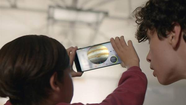 los teléfonos celulares de la firma Lenovo, los primeros en incorporar el Proyecto Tango de Google. (Courtesy of Google via AP)