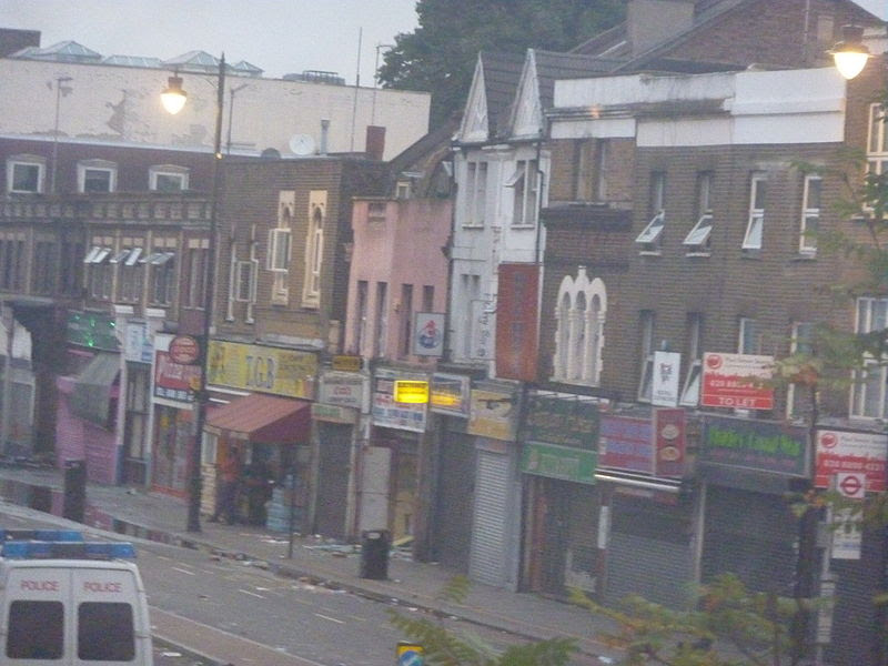 File:Tottenham High Road, shops day after.jpg