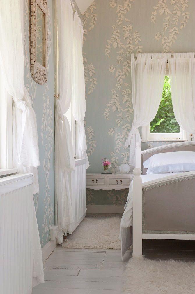 pretty bedroom. i love wallpaper.