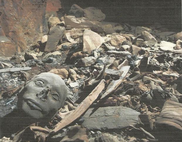 Foto divulgada nesta segunda-feira (28) mostra tumba descoberta no Vale dos Reis em Luxor, no Egito (Foto: Egyptian Supreme Council of Antiquities/Reuters)