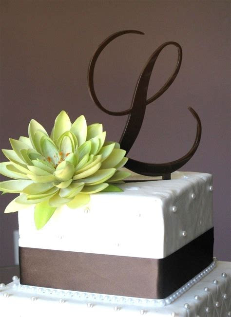 The Classy Style of Monogram Toppers for Your Wedding Cake
