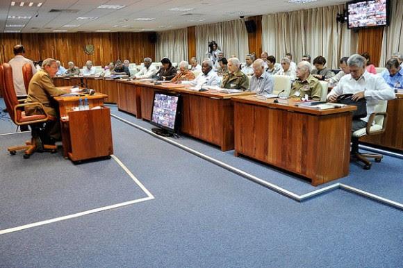 El General de Ejército Raúl Castro Ruz presidió la Reunión del Consejo de Ministros. Foto: Estudios Revolución.