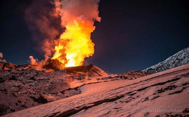 Φωτογραφίες από την καρδιά ενός ηφαιστείου που εκρήγνυται (12)