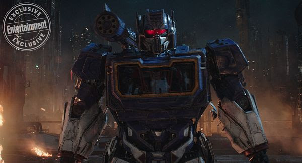 A screenshot of Soundwave prior to him unleashing Ravage onto Optimus Prime (off-screen) in BUMBLEBEE.