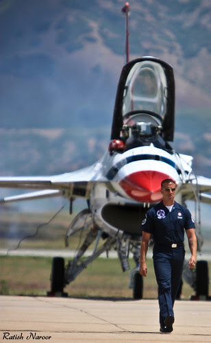 Thunderbird team member and F-16