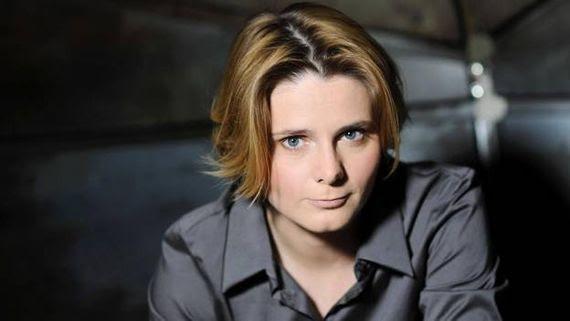 """Caroline Fourest, militante énergique et féministe engagée au franc parlé dans """"Les Sentinelles"""""""