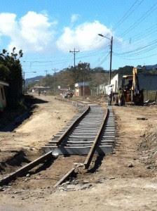 El tren cada vez más cerca de Cartago. CRH