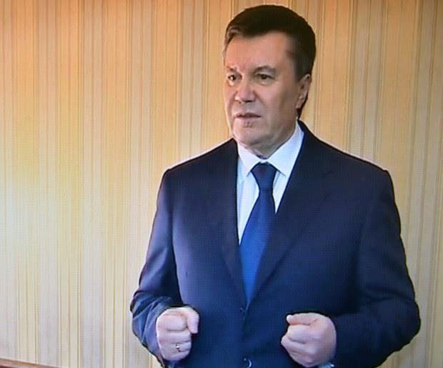 Viktor Yanukovich fala a TV local em Kharkiv, neste sábado (22)  (Foto: AFP Photo/HO/ Presidential Press-service)