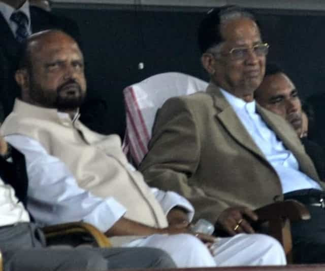 Former Assam chief minister Tarun Gogoi with his predecessor Prafulla Kumar Mahanta. Image courtesy News18 Assam/North East