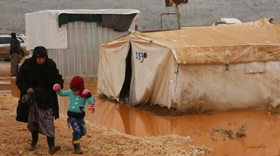 «США используют ситуацию для давления на ООН»: что известно об обстановке в сирийском лагере беженцев «Эр-Рукбан»