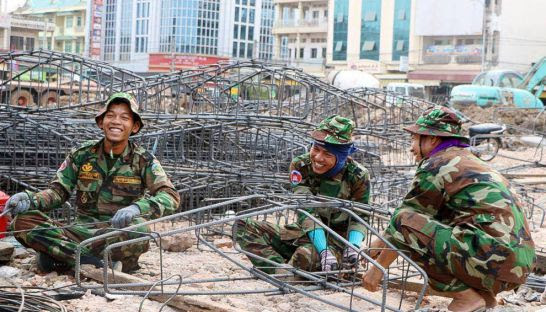Soldiers help with the reconstruction of Stung Treng market earlier this month. Photo supplied