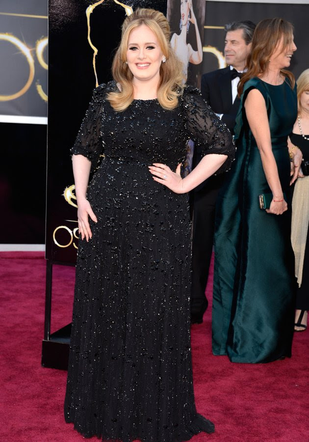 Adele played it safe on the Oscars 2013 red carpet in a black sparkling gown ©Getty