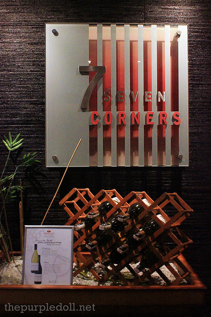 7 Corners at Crowne Plaza Galleria
