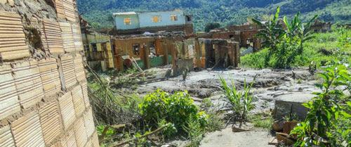 fr_distrito-de-bento-ribeiro-mg-um-ano-apos-rompimento-barragem-samarco_01210192016-850x355