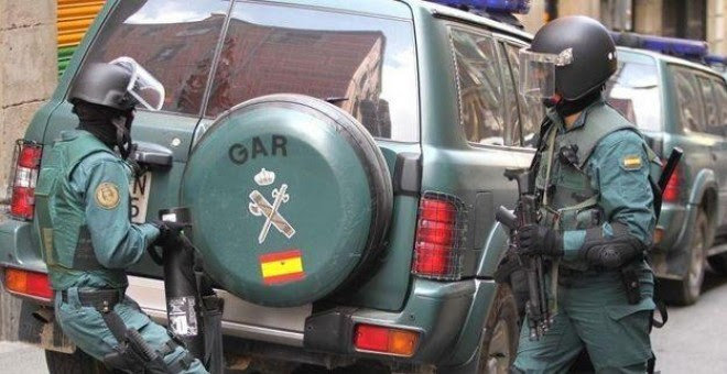 Imagen de archivo de dos agentes del Grupo de Acción Rápida (GAR) de la Guardia Civil.