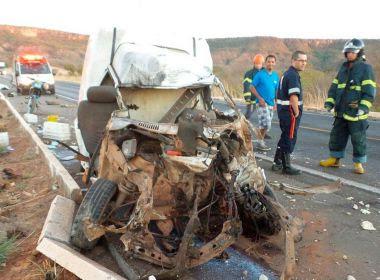 Barreiras: Homem morre em batida entre carro e carreta em Anel Viário