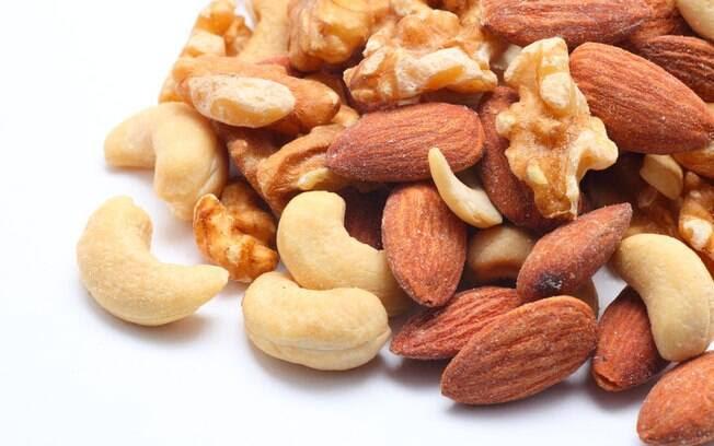 Nozes em geral: ajudam na redução do colesterol porque são ricas em gorduras poli-insaturadas. Na circulação sanguínea, elas reduzem o LDL. Foto: Getty Images