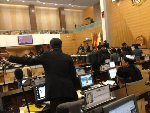 Hahaha Dewan Rakyat Tolak Usul Pecat Ketua Polis Negara @KBAB51 @PDRMsia