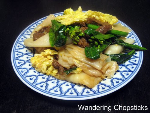 Pad See-Ew (Thai Stir-Fried Soy Sauce Noodles) 11