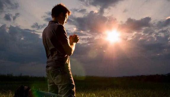 Hẳn là thi nhân đã được xuất thần trong nhiều lần cầu nguyện