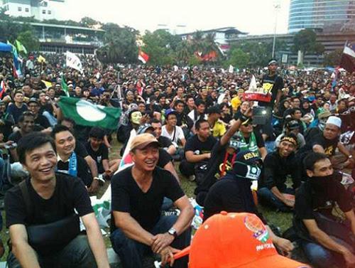 8835121349 da62d41de6 o Gambar dan Video Perhimpunan Blackout 505 di Petaling Jaya 25 Mei 2013
