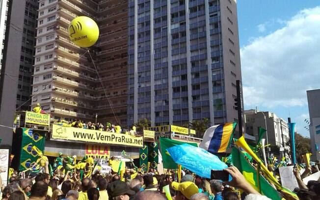 Manifestantes começaram a chegar à avenida Paulista às 12h, antes do horário de início do protesto
