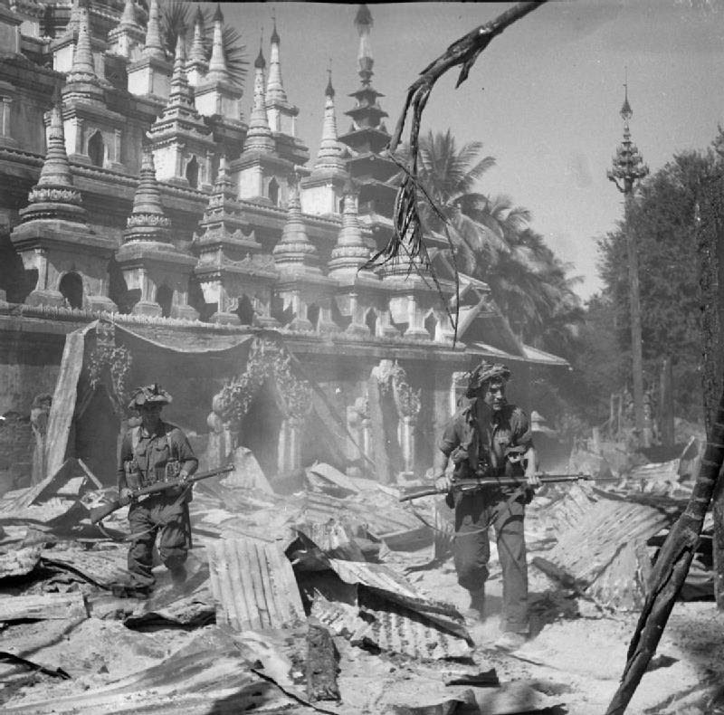 http://upload.wikimedia.org/wikipedia/commons/9/96/British_soldiers_patrol_Burmese_town_Bahe.jpg