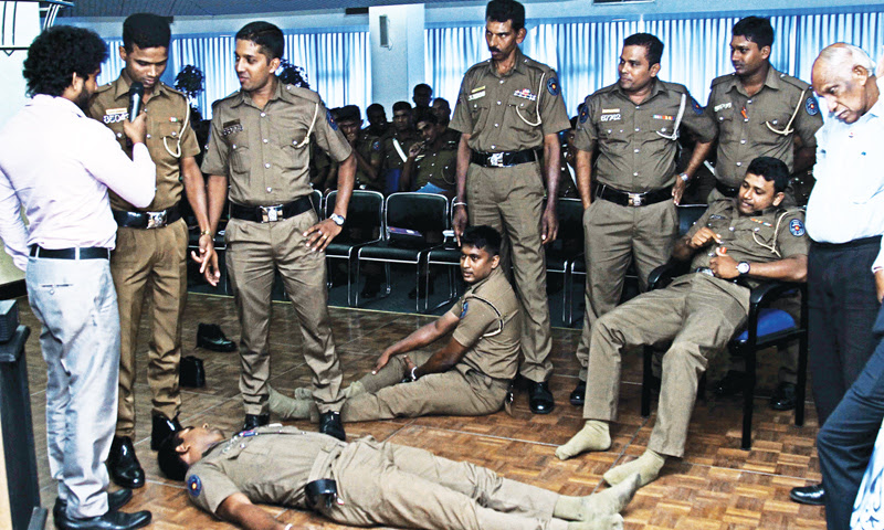 SLRCS provides first aid training to Traffic Police