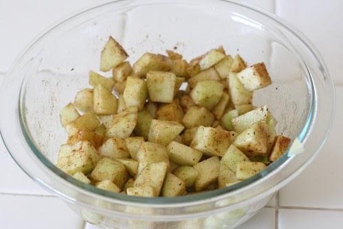 Mix the apple ingredients