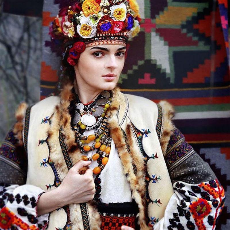 Mulheres modernas usando coroas tradicionais ucranianas dão um novo significado a uma antiga tradição 18