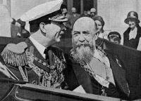 Nicolae Iorga alături de regele criminal Carol al II-lea