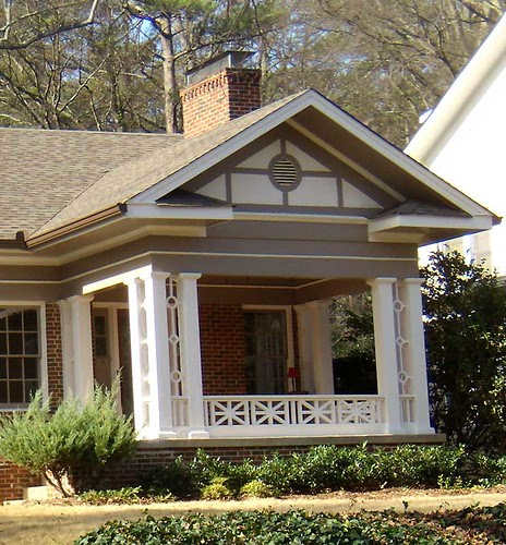 P1131692-DruidHills-BobbyJones-Cottage-Porch-Detail