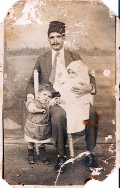 File:Türkiye'ye göç eden bir Kıbrıslı Türk ailesi (1930).jpg