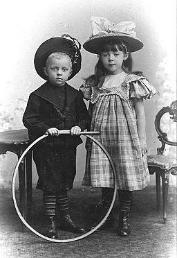 Siblings 1900 hg