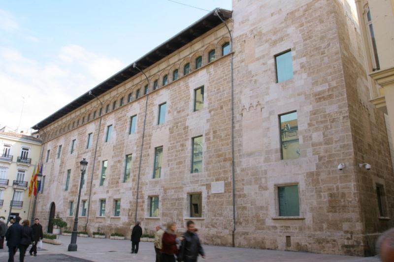 Archivo:Façana de Les Corts del País Valencià 2.jpg