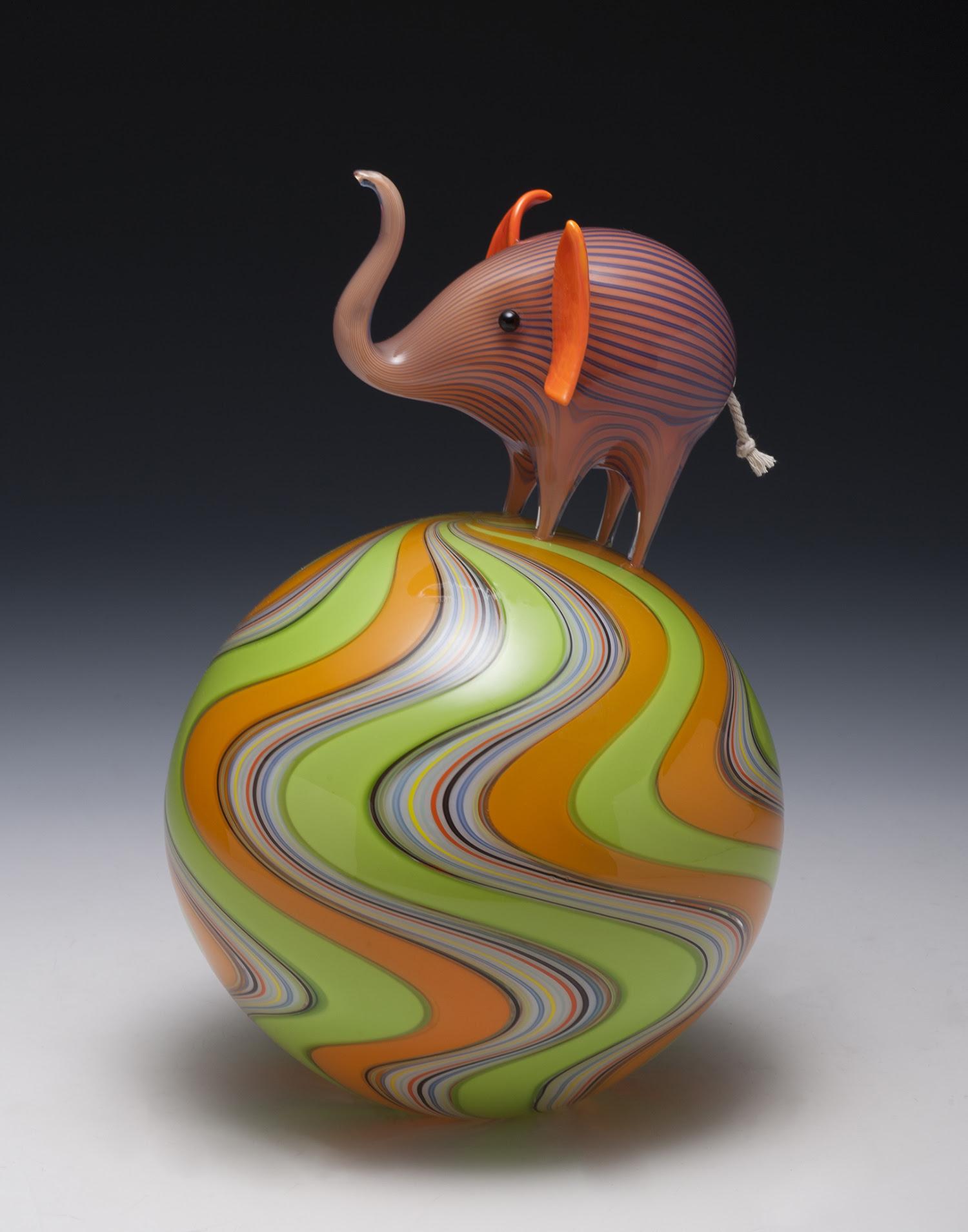Suggestivi animali in vetro soffiato di Claire Kelly