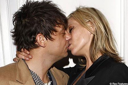 sexy kate moss kissing boyfriend