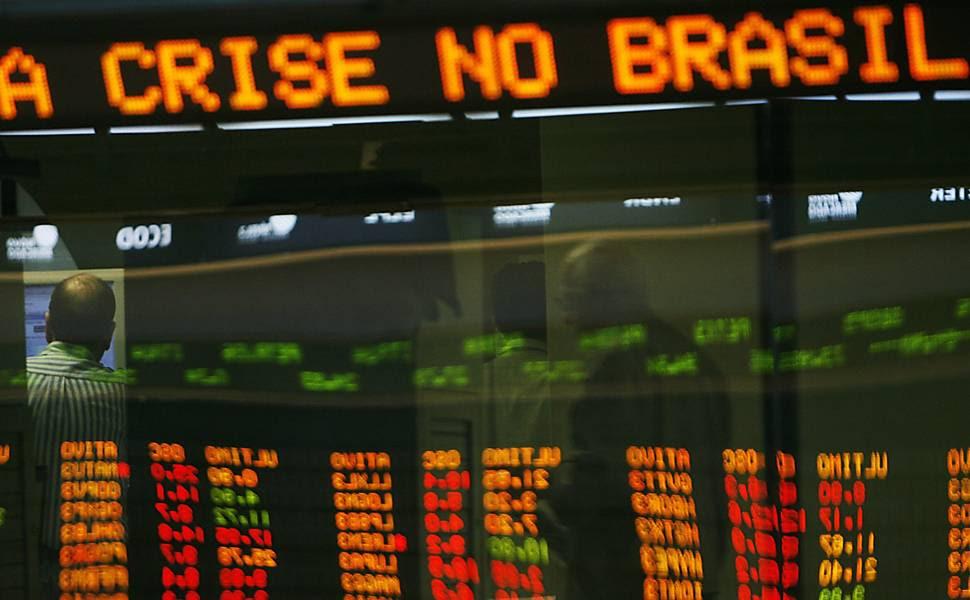 Resultado de imagem para Brasil não sairá da crise em 2017, diz economista da FGV