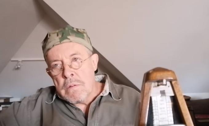Слепой Андрей Макаревич