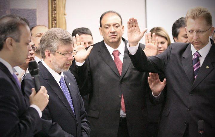Resultado de imagem para Bancada evangélica dobrou desde 2006 e deve crescer nesta eleição