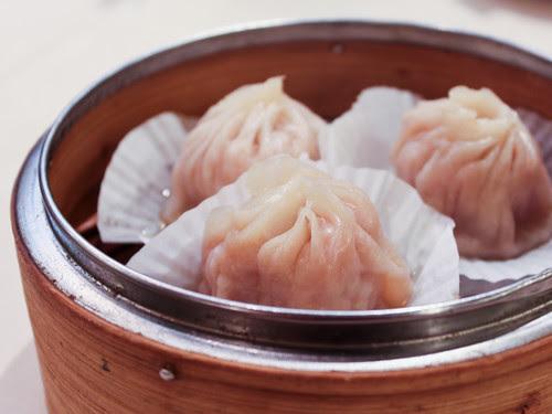 小籠包 soup dumplings (新樂 Shamrock Seafood Restaurant)