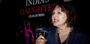 Sociedade alimenta cultura do estupro e tem que mudar, diz cineasta violentada aos 18 anos