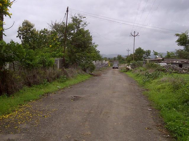Pune real estate investors on the way to Xrbia from Marunji Kasarsai Road - Nere Dattawadi, approx 7 kms from KPIT Cummins at Hinjewadi IT Park