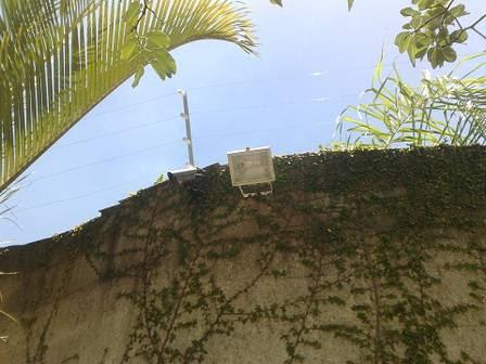 Fortaleza tem forte esquema de segurança com nove câmera e um muro de 3,5m